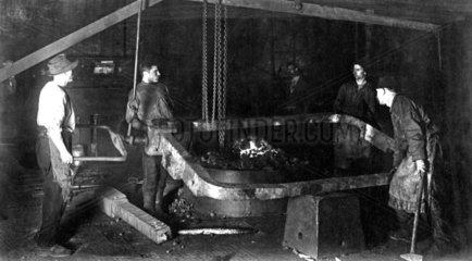 Stahlarbeiter bei der Arbeit
