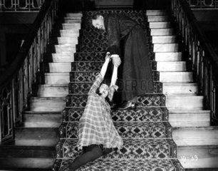 Paar streiten Treppe