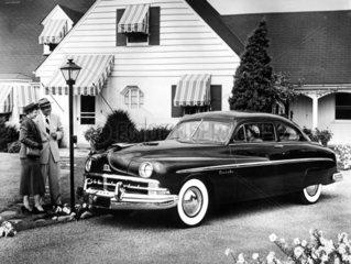 amerik. Paar u. Ford-Lincoln
