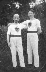 zwei deutsche Turner mit Adler auf der Brust