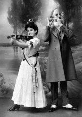 Paar Geige Querfloete