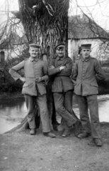 Portraet von drei Soldaten