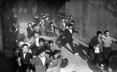 Spanien - Stiere in den Strassen  1920
