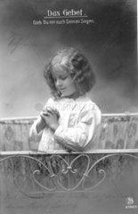 Maedchen betet