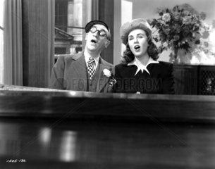 Mann und Frau singen