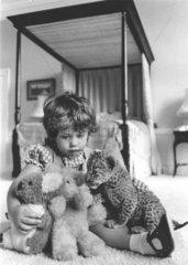 Maedchen  Raubkatzenbaby + Stofftiere