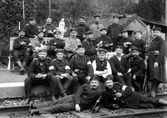 Militaer  rauchend und trinkend  1914