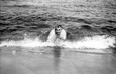 Mann in den Fluten