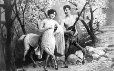 Mann und Frau als Zentauren - Mann spielt Instrument