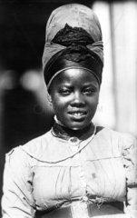 Afrikanische Frau mit Kopftuch