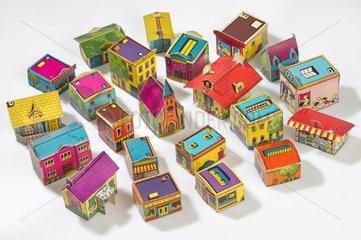 amerikanische Kleinstadt  Haeuser aus Pappe  Spielzeug  1959