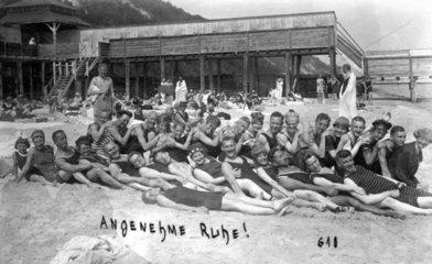 Badegruppe am Strand 1920  Nr.4