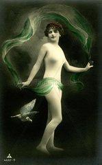 Nackte Frau mit gruenem Tuch 1910