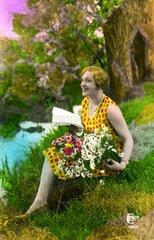 Frau mit Blumen auf Wiese 1939
