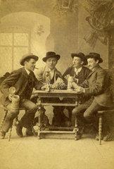 Maenner beim Kartenspiel  Miesbach  Bayern  1890