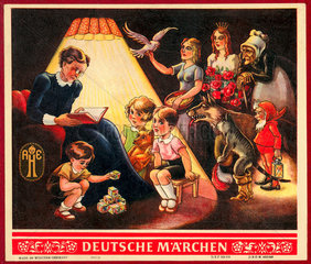 Maerchenstunde  Oma liest Maerchen  um 1950