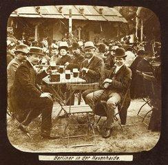 Berliner im Biergarten 1890