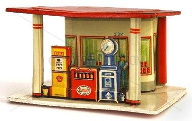 Spielzeug-Tankstelle um 1950