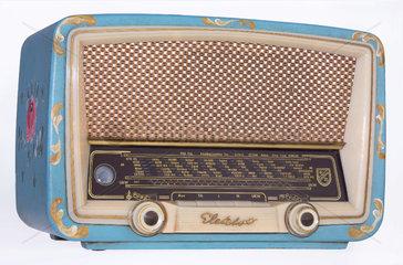 altes Radio mit Bauernmalerei  1955