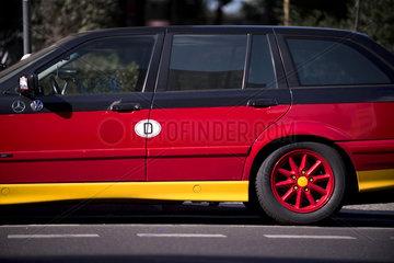 Auto in schwarz-rot-gold