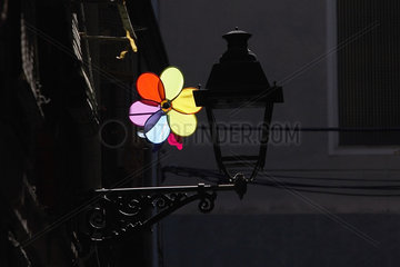 Barcelona (Spain) - Hausfassade mit Lampe