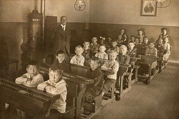 Schulklasse mit Lehrer  Kitzingen am Main  1914