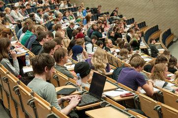 Universitaet Hamburg - Prof.Dr. Straubhaar