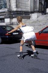 Frau Rollschuhe Kissen Schutz