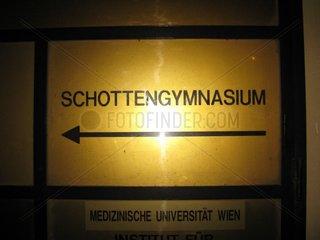 Schild sign Schotte Schottengymnasium Wien Vienna