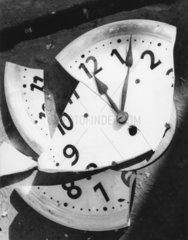 zerbrochene Uhr