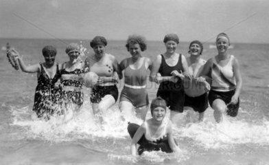 Frauen im Wasser