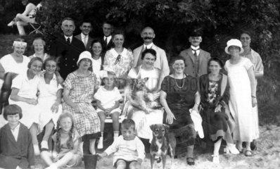 Grossfamilie am Strand