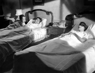 Schlafzimmer Eltern mit Kind