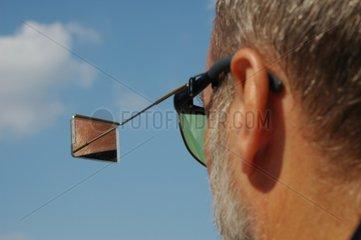 Brille mit Rueckspiegel