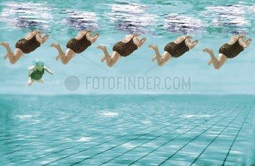 Schwimmer von unten gesehen