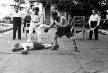 Liliputaner beim Boxen  1930