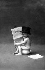 Kind liest Zeitung 1920