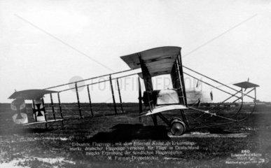 altes Flugzeug  Doppeldecker  1910