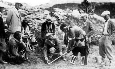 Indianer beim Golfunterricht  1930