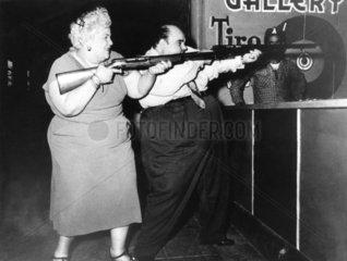 Dickes Paar schiesst 1940