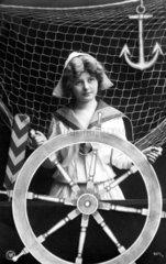 Frau am Schiffsruder  1920