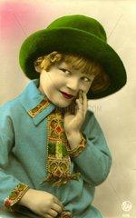 Maedchen mit gruenem Hut  1920