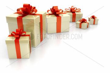 Weihnachtsgeschenke vor weissem Grund