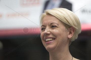 Spitzenkandidatin zur EU Parlamentswahl  Angelika Mlinar von NEOS in der Lugner City