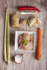Zutaten einer Tom Kha Gai Suppe