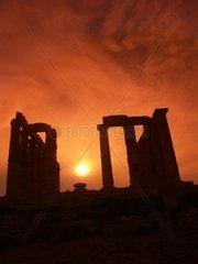 Der Tempel des Poseidon im Abendlicht mit untergehender Sonne