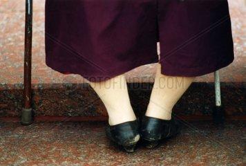 Beine mit Kruecken