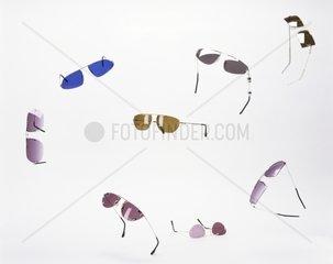 Verschiedenfarbige Sonnenbrillen