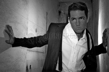 Mann im Anzug in Schwarz-Weiss