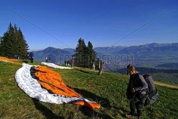 Vorbereitungen  Paragliding  Allg?u  Bayern  Deutschland
